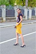 mustard H&M skirt - black H&M t-shirt - black Zara sandals
