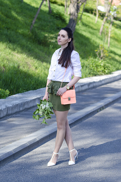white H&M shirt - H&M bag - olive green fishbone skirt - white Zara heels