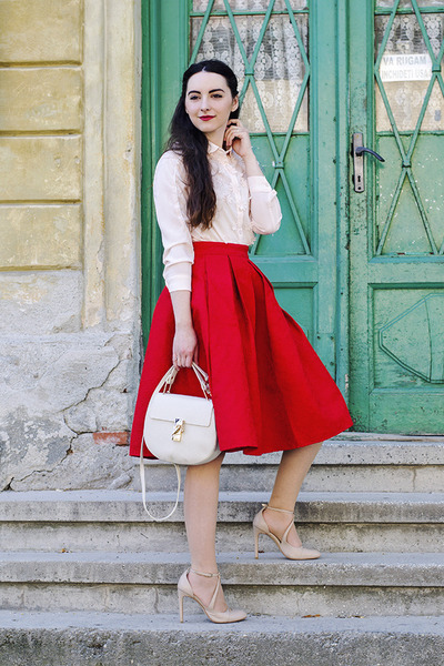 red pleated skirt OASAP skirt - off white OASAP shirt - nude nude Zara heels