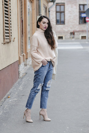 neutral oversized Zara sweater - boyfriend OASAP coat