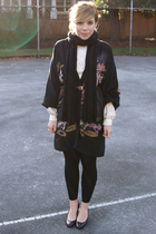 black Floral Kimono dress - black urban behavior leggings - white Vintage Victor