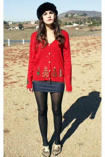 Black Faux Fur Hats, Red Christmas Sweaters, Gold Cowboy Clogs