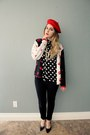 Red-beret-hat-lip-sweater-blouse-pumps-nine-west-heels