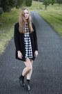 Black-lipstik-boots-black-smock-dress-asos-dress