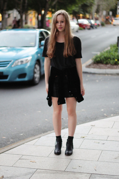 black Lipstik boots - black Country Road shirt - black Romwecom cardigan