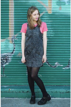 red stripes t-shirt Little Lies t-shirt - charcoal gray Mad Love dress