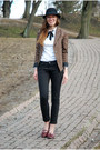 Black-lindex-jeans-black-bowler-lindex-hat-brown-plaid-vila-blazer