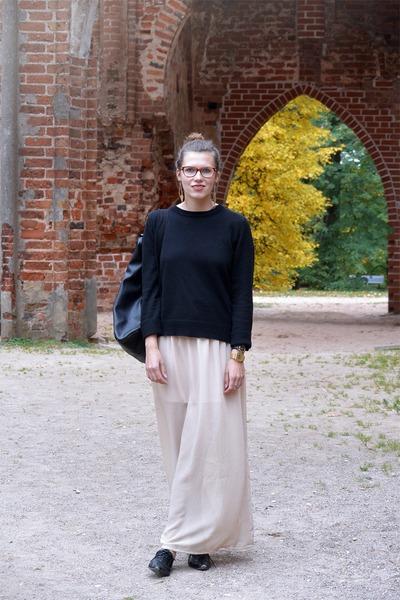 black Cubus sweater - black backpack MÄRSS bag - beige chiffon maxi DIY skirt