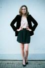 Black-velvet-vintage-blazer-beige-ruffle-sugarlips-dress-black-seppälä-heels