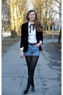 Black-velvet-vintage-blazer-white-pta-shirt-light-blue-denim-vintage-shorts