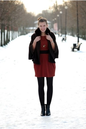 black Tamaris boots - brick red AX Paris dress - dark brown tintoretto cape