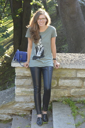 olive green random shirt - black blink shoes - blue cross body Atmosphere bag