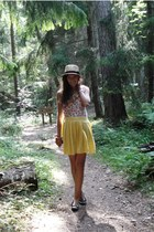 yellow pleated thrifted skirt - camel straw seppl hat - off white thrifted top