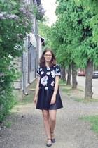 black floral Monki t-shirt - black pleated oxygene skirt
