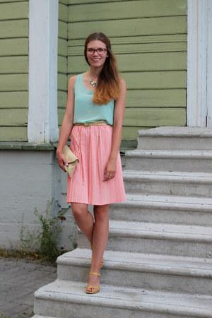beige envelope vintage bag - light pink pleated vintage skirt