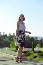 heather gray Amisu top - hot pink lindex heels - black floral style moi skirt
