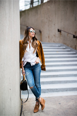 light blue ripped madewell jeans