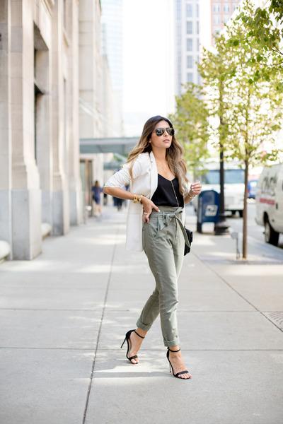 olive green paper bag waist 7 for all mankind jeans - black v-neck Express top