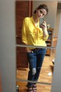 Navy-boyfriend-jeans-jeans-yellow-blouse