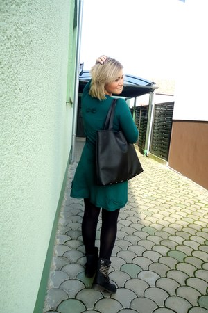 black no brand boots - green wgw dress - black HyMy by Petra bag