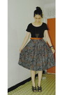 Black-top-brown-necklace-brown-belt-gray-skirt-gray-shoes