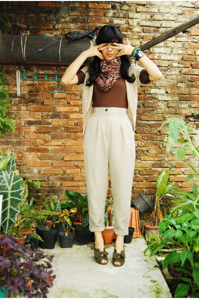 gray shoes - brown scarf - brown top -