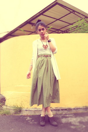 dark brown Marie Claire shoes - olive green vintage skirt - beige moms vest