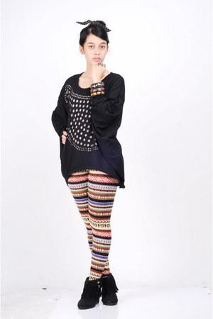 black idk boots - black idk sweater - tawny no name leggings