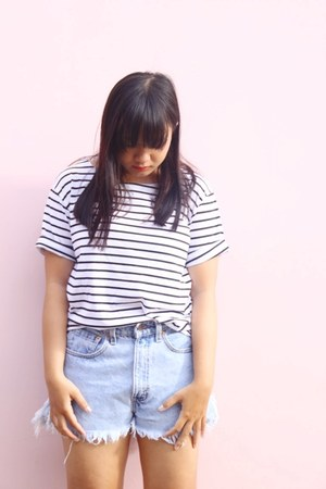 sky blue jeans Levis shorts - white stripes DressLink t-shirt