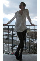 white H&M blouse - gray HUE leggings - purple Urban Outfitters boots - white Urb