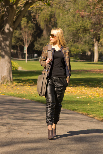 Zara jacket - Tom Ford sunglasses - Urban Outfitters pants