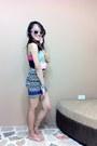 Blue-nollie-skirt-gold-forever21-sandals-navy-forever21-top