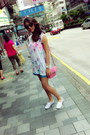 Turquoise-short-forever-21-shorts-coach-bag-white-floral-h-m-sneakers