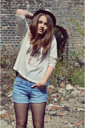 brown hat - light blue jean shorts - beige leaf blouse
