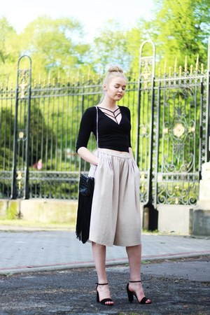 black Zara bag - beige Zara pants - black Stradivarius heels