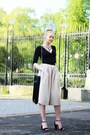 Black-zara-bag-black-stradivarius-heels-beige-zara-pants