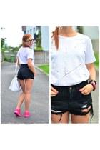 black Sheinside shorts - white paulinaschaedelcom bag - white Sheinside t-shirt