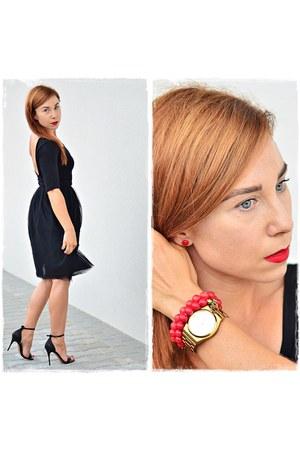 black kazar sandals - gold Parfois bag - gold Parfois watch - black DIY skirt