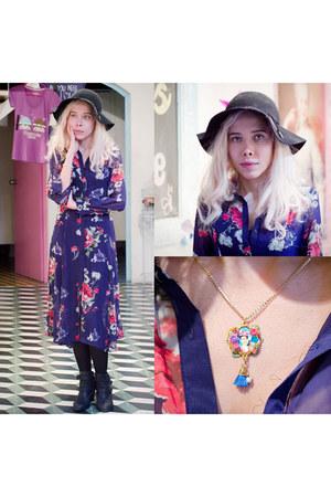 hot pink frida kahlo Dinora Ramos accessories - navy romwe dress