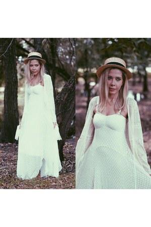 white lace Chicwish cardigan
