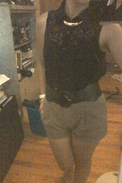 lace sleeveless Forever 21 blouse - Forever 21 shorts - black elastic belt