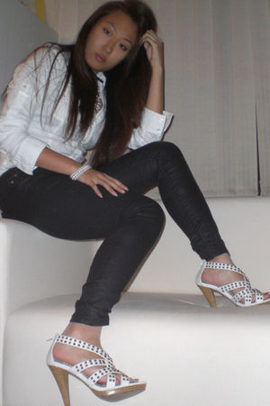black Guess jeans - white Express top - white shoes - gold Forever 21 necklace