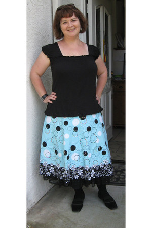black Emma & Sam t-shirt - turquoise print ie skirt
