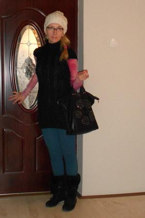 sky blue light blue Zara leggings - white knitted STGEORGE hat - black Zara vest