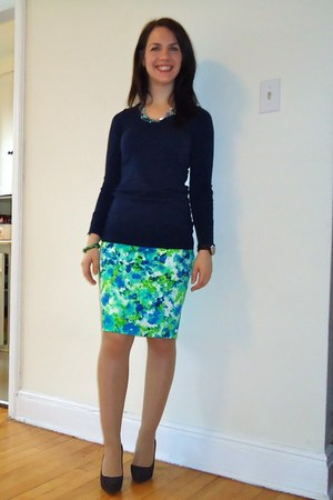 navy H&M sweater - Forever 21 skirt