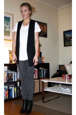 GINA TRICOT vest - Cubus jeans - H&M t-shirt - Din Sko shoes