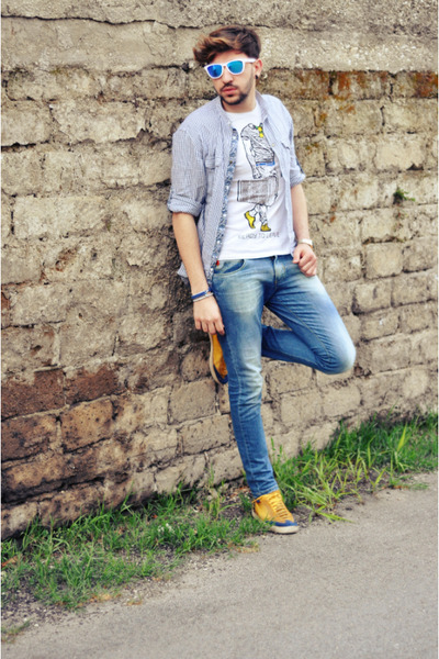 Zara shoes - Swing jeans - Zara shirt - Piazza Italia t-shirt - Oakley glasses