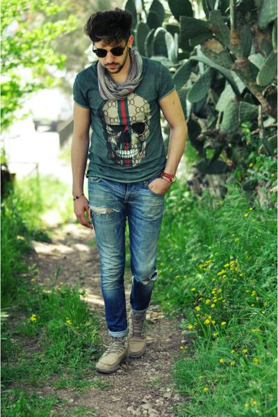 REC t-shirt - sanuk shoes - ANTONY MORTATO jeans - ray-ban sunglasses