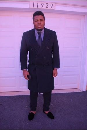 velvet slipper Del Toro shoes - Burberry coat - Zara shirt