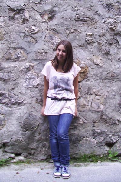 blue jeans - dark gray belt - light pink top